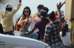 Shraddha Kapoor and Aditya Roy Kapoor snapped on location of their film on streets of Mumbai on 19th March 2016 (144)_56ef9b681a126.JPG