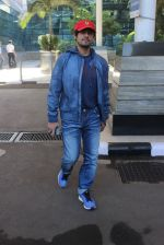 Sonu Nigam snapped at airport on 20th March 2016 (4)_56efc04d7a9c0.JPG