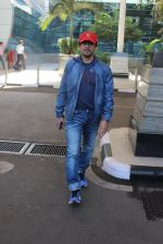 Sonu Nigam snapped at airport on 20th March 2016 (5)_56efc04ed3ea0.JPG