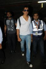 Sonu Sood snapped at airport on 19th March 2016 (69)_56ef9a13d282a.JPG