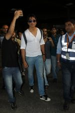 Sonu Sood snapped at airport on 19th March 2016 (70)_56ef9a148f1e2.JPG