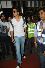 Sonu Sood snapped at airport on 19th March 2016 (76)_56ef9a1ca96b3.JPG