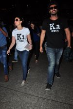 Kareena Kapoor and Arjun Kapoor return from Ahmedabad on 21st March 2016