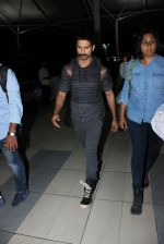 Shahid Kapoor snapped at airport on 21st March 2016 (48)_56f0f10c819e3.JPG