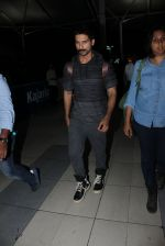 Shahid Kapoor snapped at airport on 21st March 2016 (49)_56f0f10d3f322.JPG