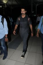 Shahid Kapoor snapped at airport on 21st March 2016 (51)_56f0f10ee48b8.JPG