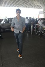 Sidharth Malhotra snapped at airport on 21st March 2016 (17)_56f0f1196caf7.JPG