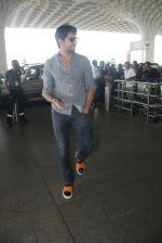 Sidharth Malhotra snapped at airport on 21st March 2016 (19)_56f0f11b9796e.JPG