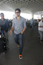 Sidharth Malhotra snapped at airport on 21st March 2016 (21)_56f0f11e1a074.JPG