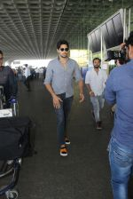 Sidharth Malhotra snapped at airport on 21st March 2016 (23)_56f0f120b5026.JPG