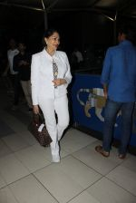Simi Garewal snapped at airport on 21st March 2016 (36)_56f0f12071009.JPG