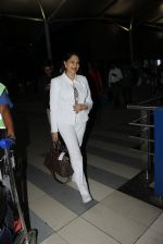 Simi Garewal snapped at airport on 21st March 2016 (37)_56f0f121930bb.JPG