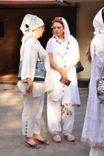 Sheeba at Dara Singhs wife_s funeral on 22nd March 2016 (3)_56f247cdcb8a2.JPG