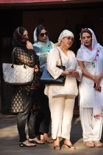 Tabu at Dara Singhs wife_s funeral on 22nd March 2016 (5)_56f247ea755d3.JPG