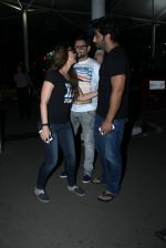 Kareena Kapoor, Arjun Kapoor snapped at airport on 23rd March 2016