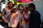 Esha Deol, Govinda at Holi celebration on 24th March 2016 (23)_56f51877553f2.JPG
