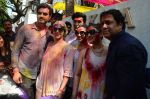 Esha Deol, Govinda at Holi celebration on 24th March 2016 (28)_56f51886a5b3b.JPG