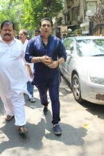 Govinda Snapped on 24th March 2016 (1)_56f51c13aac67.JPG