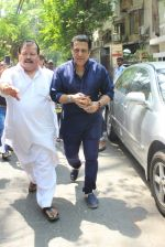 Govinda Snapped on 24th March 2016 (6)_56f51c23a2048.JPG