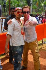 at Meet Brothers Holi Bash on 24th March 2016 (25)_56f51a963ede2.JPG