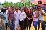 at Meet Brothers Holi Bash on 24th March 2016 (32)_56f51aac225f7.JPG