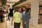 Ajaz Khan at Reliance Trends Store at infinity 2, Malad, Mumbai on 25th March 2016 (15)_56f69c121c092.JPG