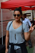 sonakshi Sinha snapped in Mumbai on 25th March 2016