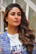 Kareena Kapoor snapped in Mumbai on 26th March 2016