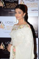 Aishwarya Rai Bachchan at NDTV Loreal Women of Worth Awards on 28th March 2016