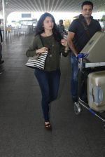 Bhagyashree snapped at airport on 28th March 2016 (14)_56fa6dc2952f2.JPG