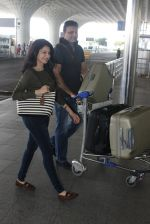 Bhagyashree snapped at airport on 28th March 2016 (9)_56fa6db9b20c5.JPG