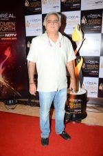 Hansal Mehta at NDTV Loreal Women of Worth Awards on 28th March 2016 (97)_56fa77095ca23.JPG