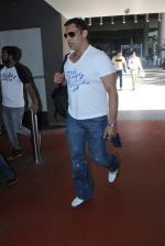 Shoaib Akhtar snapped at airport on 28th March 2016 (18)_56fa6df10d686.JPG