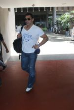 Shoaib Akhtar snapped at airport on 28th March 2016 (20)_56fa6df4cf453.JPG