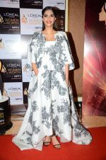 Sonam Kapoor at NDTV Loreal Women of Worth Awards on 28th March 2016