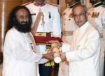 Sri Sri Ravi Shankar recieving Padam Shri award from President Pranab Mukherjee on 28th March 2016