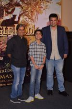 Vishal Bharadwaj, Siddharth Roy Kapoor with Neel Sethi aka Mowgli at Jungle Book press meet on 28th March 2016 (9)_56fa740f19be9.JPG