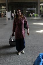 Esha Deol snapped at airport on 29th March 2016
