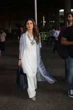 Kareena Kapoor snapped at airport on 29th March 2016