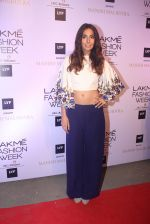 Monica Dogra at Manish malhotra lakme red carpet on 29th March 2016 (170)_56fbc0707be78.JPG