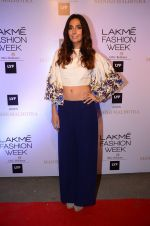Monica Dogra at Manish malhotra lakme red carpet on 29th March 2016 (86)_56fbc06e8cf7f.JPG