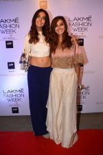 Monica Dogra, Shibani Dandekar at Manish malhotra lakme red carpet on 29th March 2016 (90)_56fbc07372b15.JPG