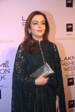 Nita Ambani at Manish malhotra lakme red carpet on 29th March 2016 (153)_56fbc08677065.JPG