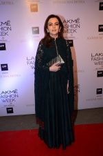 Nita Ambani at Manish malhotra lakme red carpet on 29th March 2016 (49)_56fbc07e9802e.JPG