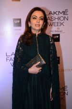 Nita Ambani at Manish malhotra lakme red carpet on 29th March 2016 (50)_56fbc080c8a0a.JPG
