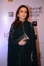 Nita Ambani at Manish malhotra lakme red carpet on 29th March 2016 (51)_56fbc08195b73.JPG