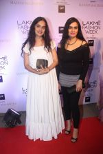 Padmini Kolhapure at Manish malhotra lakme red carpet on 29th March 2016 (163)_56fbc09663356.JPG