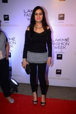 Padmini Kolhapure at Manish malhotra lakme red carpet on 29th March 2016 (74)_56fbc092d3ac4.JPG