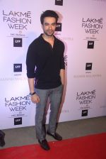 Punit Malhotra at Manish malhotra lakme red carpet on 29th March 2016 (138)_56fbc0ace2a21.JPG