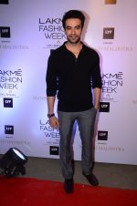 Punit Malhotra at Manish malhotra lakme red carpet on 29th March 2016 (26)_56fbc0ab44d8b.JPG